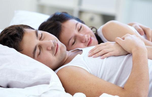 Đàn ông ngủ sớm tốt cho sinh lý